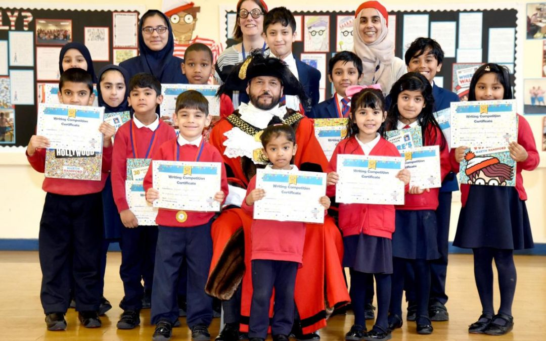 Lord Mayor visits Barkerend to commend pupils for their poetry skills